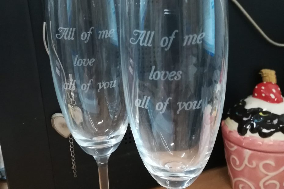 чаши с послание